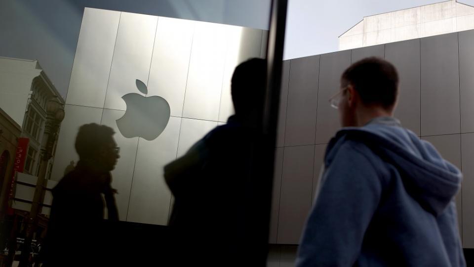 """Как """"Епъл"""" посрещат новите си служители?"""