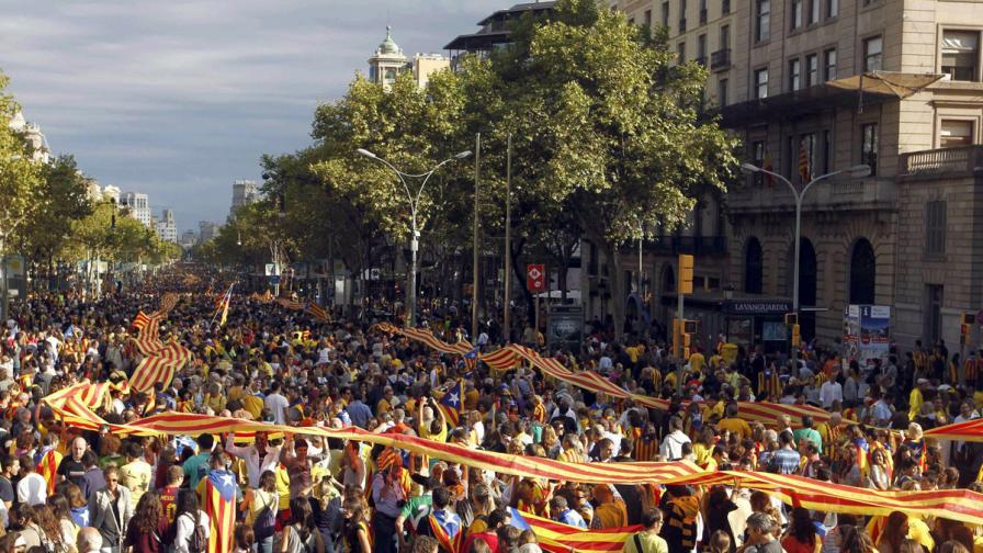400 км жива верига от хиляди хора на протест в Каталония