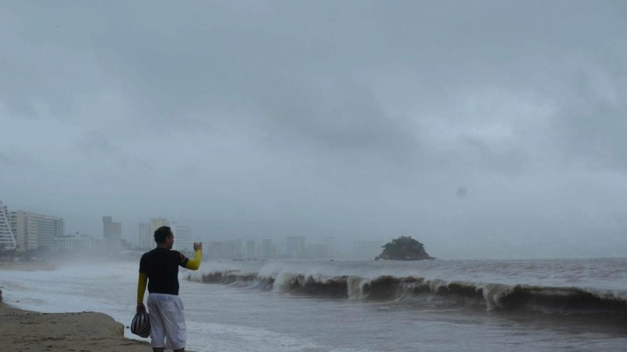 Тропическата буря Мануел прерасна в ураган и отново заплашва Мексико