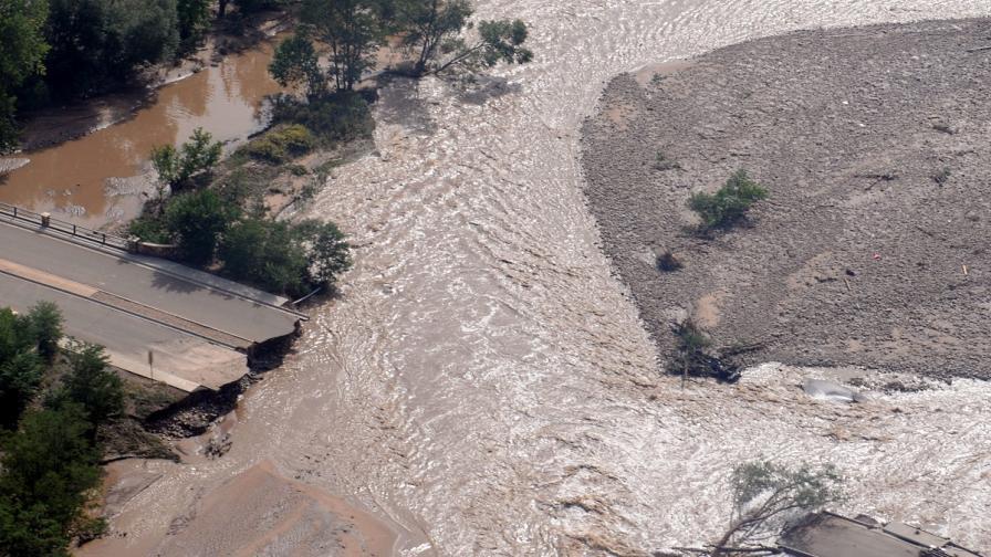 Осем души са загинали при наводнения в Колорадо, 650 са в неизвестност