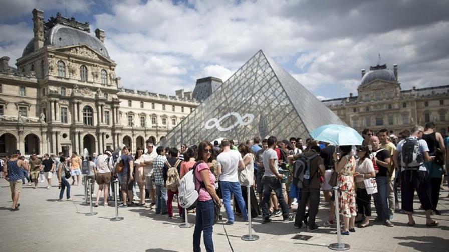 """Хванаха джебчии, """"работили"""" из туристическите обекти в Париж"""