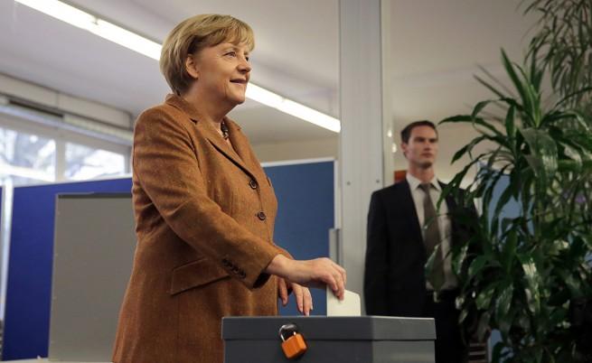 Ангела Меркел печели трети канцлерски мандат