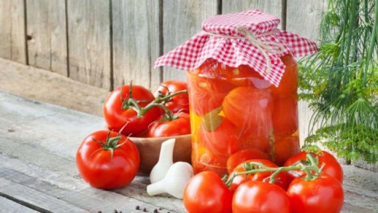 домати стерилизиране буркан консерва керевиз