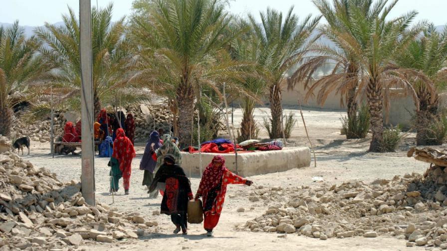 Близо 350 са жертвите на земетресението в Пакистан