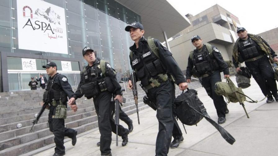 В Перу уволняват полицаи за преписване