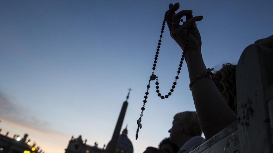 Ватиканът канонизира папите Йоан Павел II и Йоан XXIII догодина