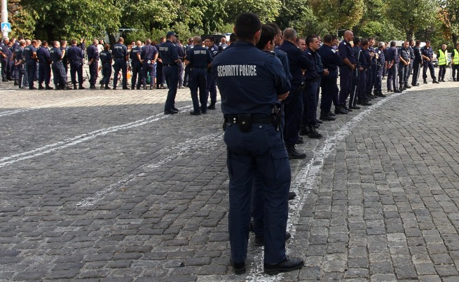 Пожарникари, полицаи и спасители протестираха във Варна