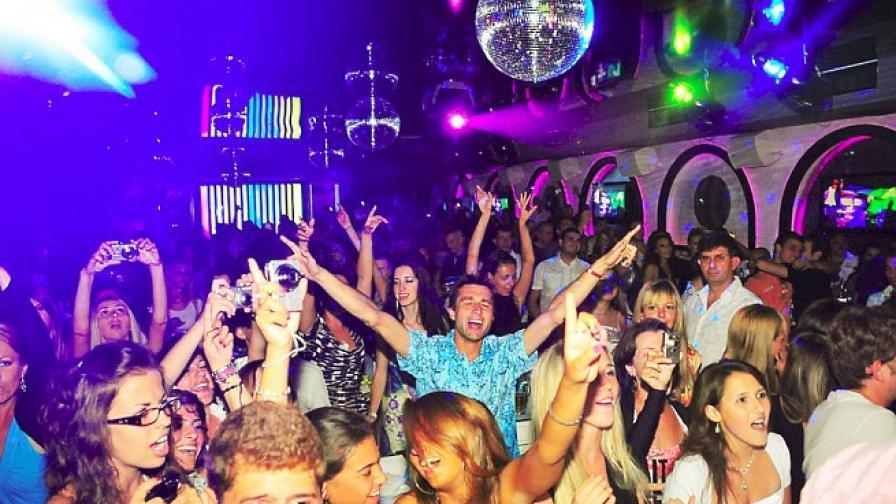 Ангелкова: Печелим 6,4 милиарда лева от международен туризъм