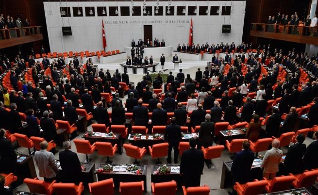 Парламентът на Турция разреши военна намеса срещу ИД в Сирия и Ирак