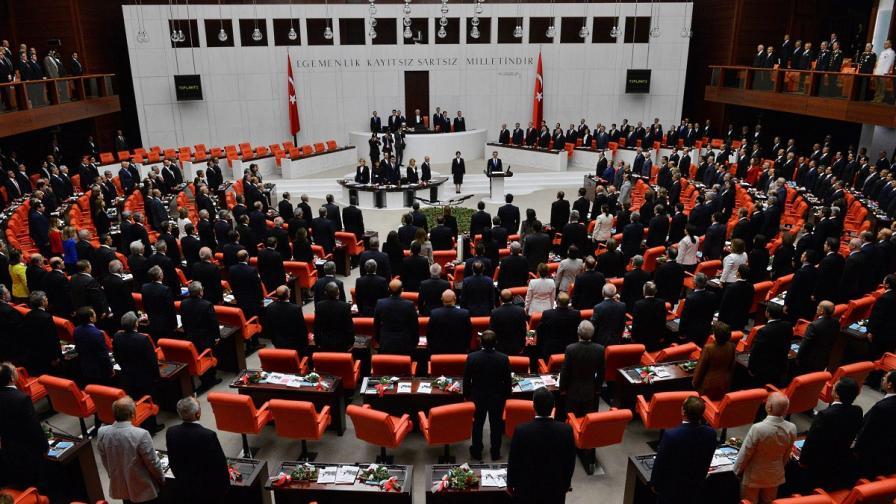 Турският парламент гласува нова резолюция за военни операции в Сирия