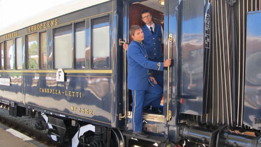 Атракционен влак обикаля България