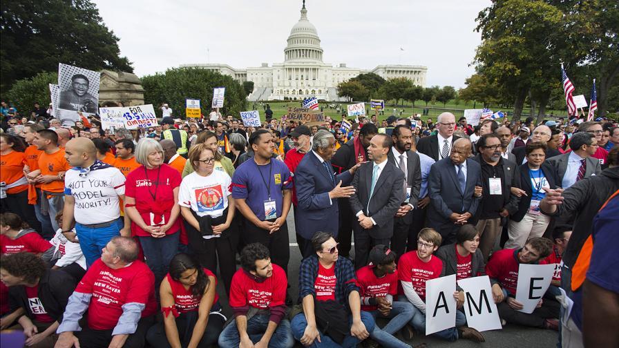 Вашингтонската полиция задържа 8 конгресмени, участвали в неразрешен протест