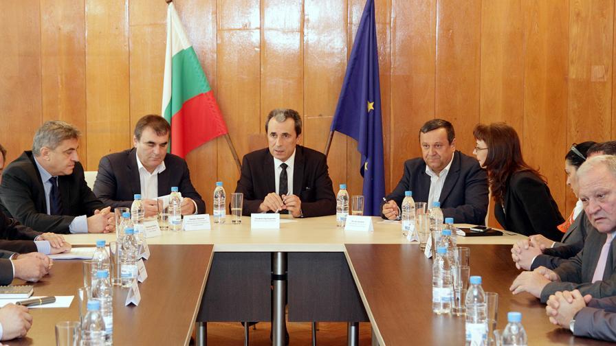 Орешарски: Съкращенията няма да са 10%