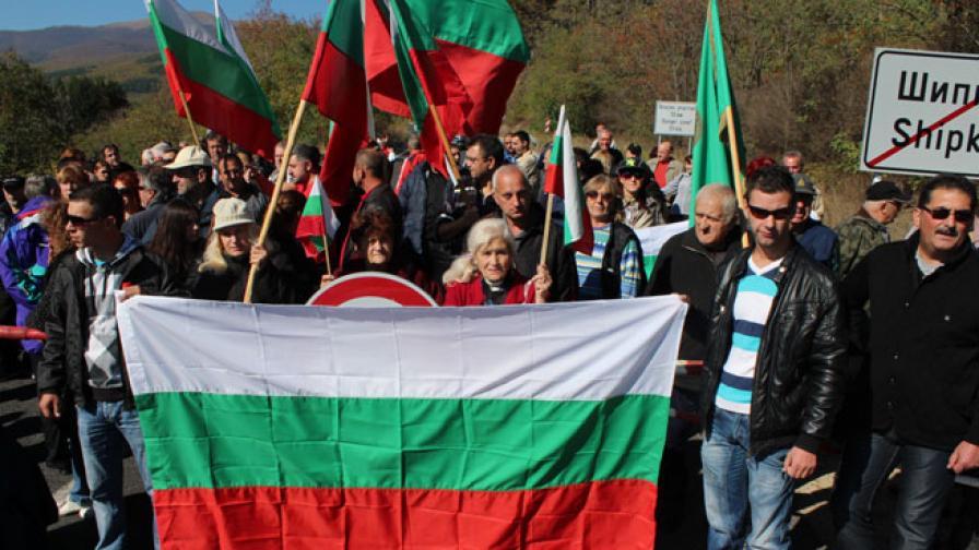 Жители на Казанлък на протест: Не искаме лагер за бежанци