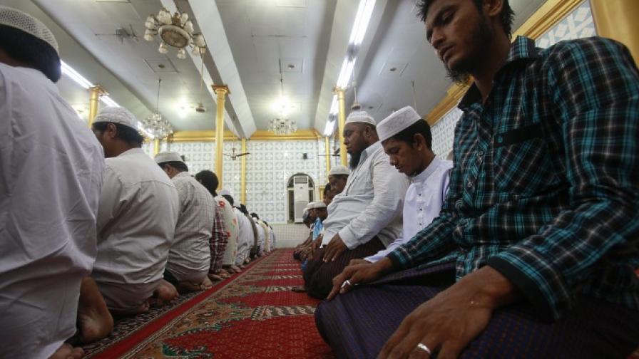 """Еротично"" видео, излъчено в джамия в Солун, разгневи мюсюлманите"