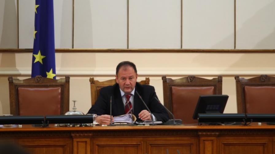Миков: БНБ закъсня с реакцията за КТБ