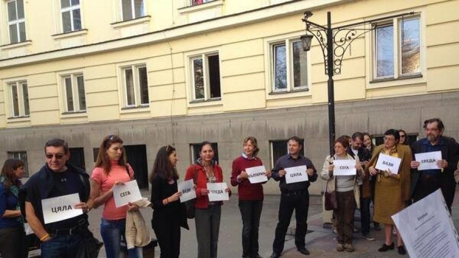 Подкрепа за студентите, окупирали СУ, в двора на университета