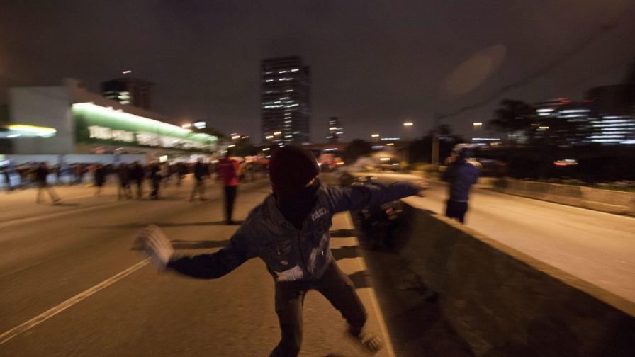 90 арестувани след нощ на демонстрации и насилие в Сао Паоло