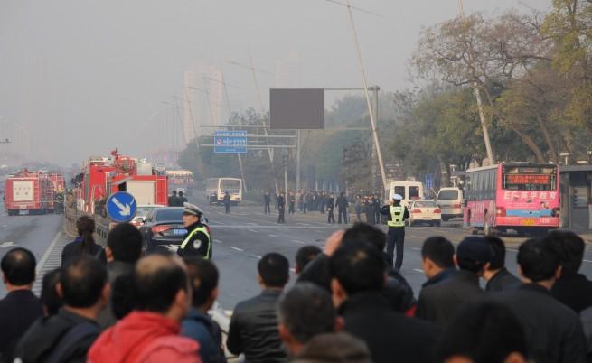 Взрив пред регионална централа на компартията в Китай
