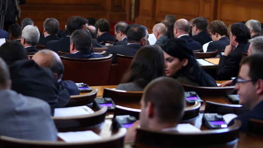 Парламентът прие окончателно 20%-ната ВЕИ такса