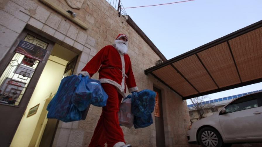 Жена в костюм на Дядо Коледа опита да обере две банки в Германия
