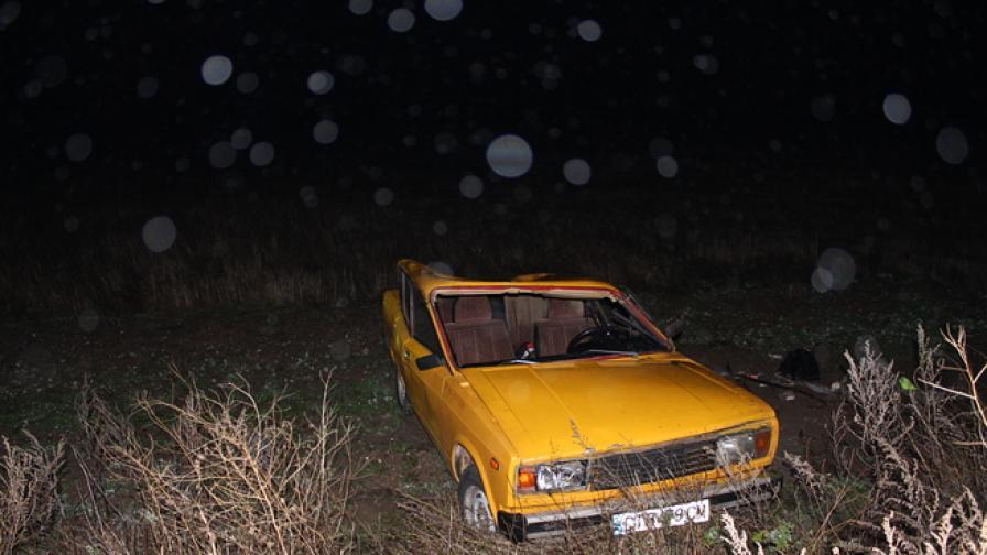 Лада се катурна през таван край Шипка