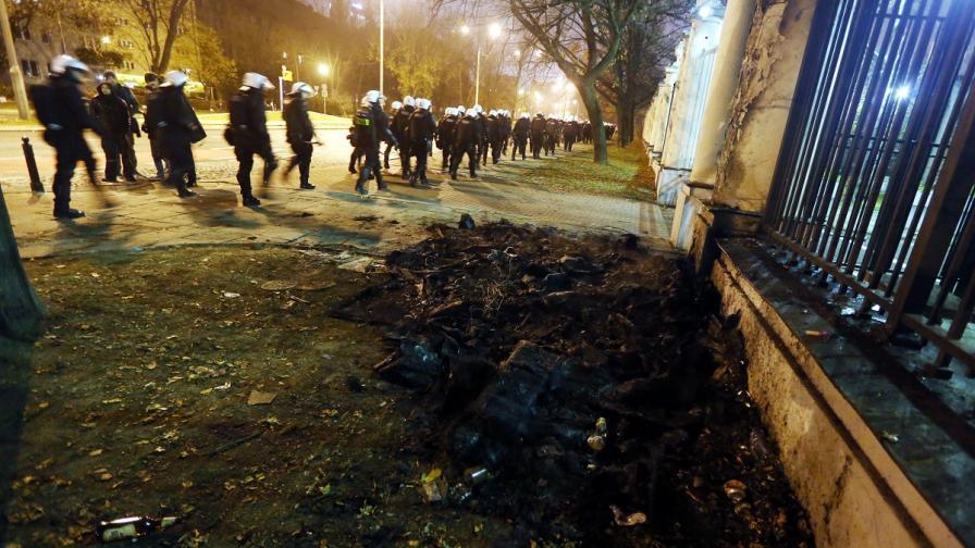 Мъж остава в ареста заради нападението над руското посолство в Полша
