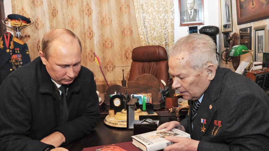 Михаил Калашников и Владимир Путин