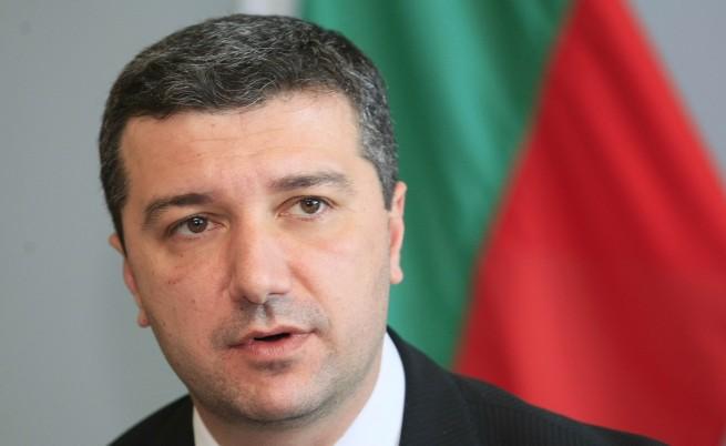 Стойнев: Не е нужен конкурс за изграждането на VII блок на АЕЦ