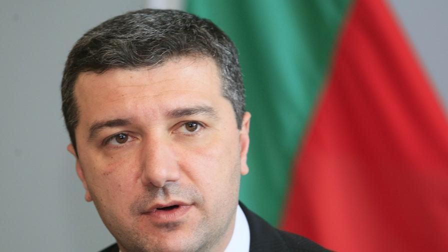 Драгомир Стойнев: Бедни сме, не можем да пропускаме инвестиция