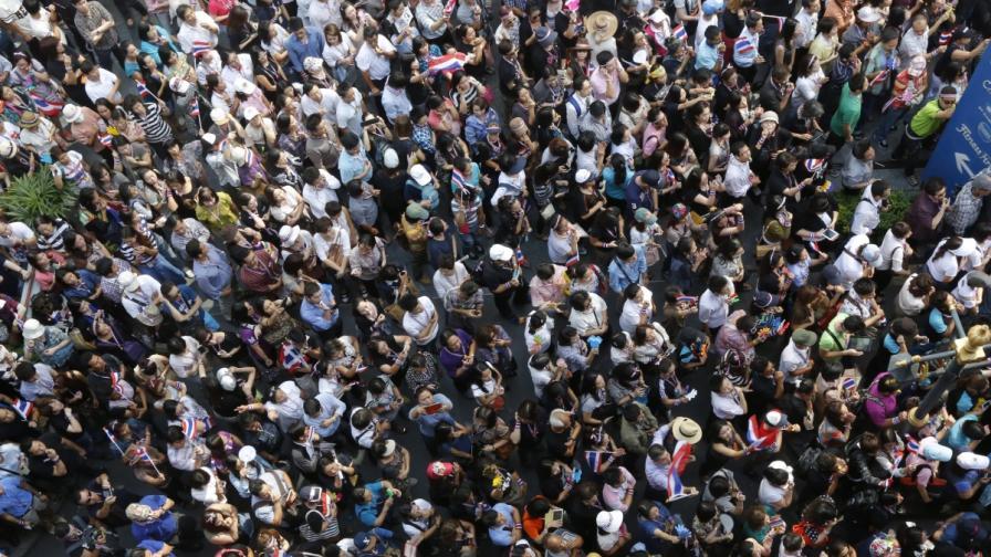 Тайландски демонстранти нахлуха в щаба на армията
