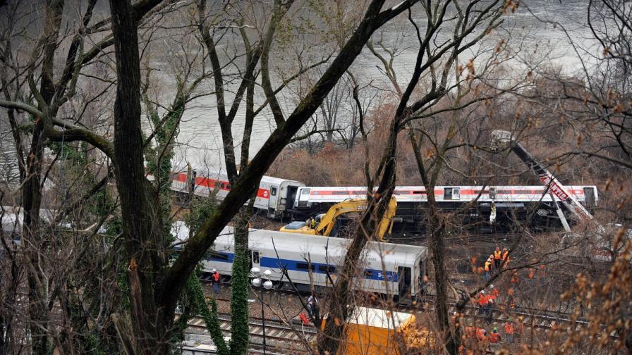 Дерайлиралият влак в Бронкс се е движел с прекалено висока скорост