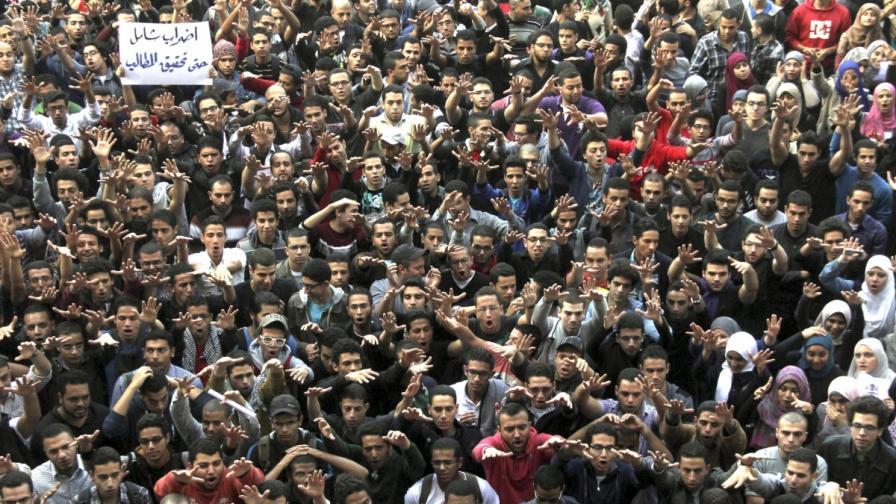 В Египет осъдиха 15-годишни момичета за тероризъм