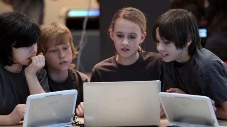 творческо мислене лаптоп компютърни игри