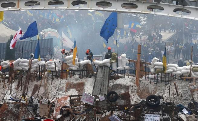 Десетки хиляди на протест в Киев, опоцизията в национална стачка след Нова година