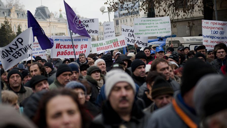 Миньори били принудени да протестират срещу президента