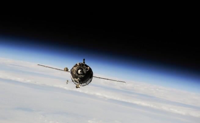 Глътка въздух за руските космонавти след успешна маневра на МКС