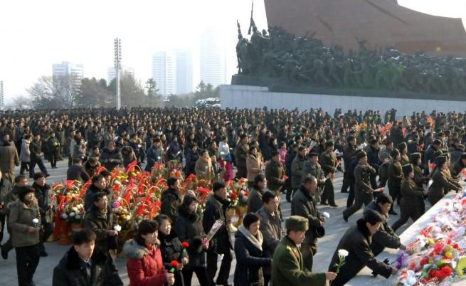 Елитът в КНДР демонстрира преданост към младия Ким