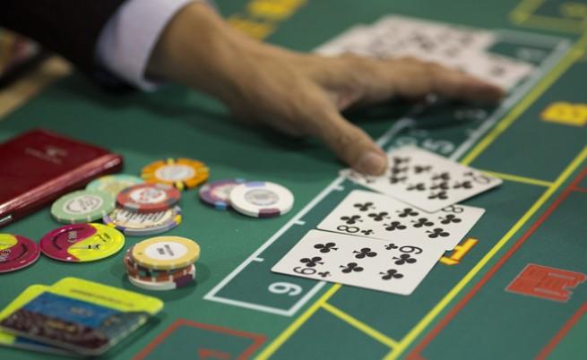 Крупие инсценира грабеж в казино с жена си