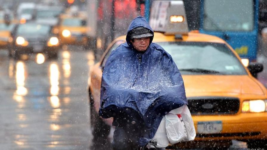 15 души починаха от лошото време в САЩ и Канада