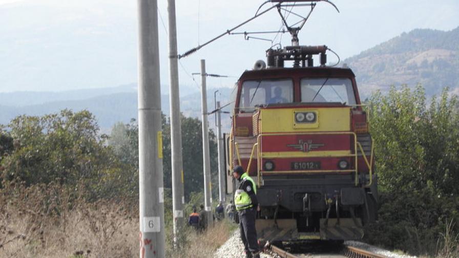 Жена и бебе загинаха на жп прелез край Карлово