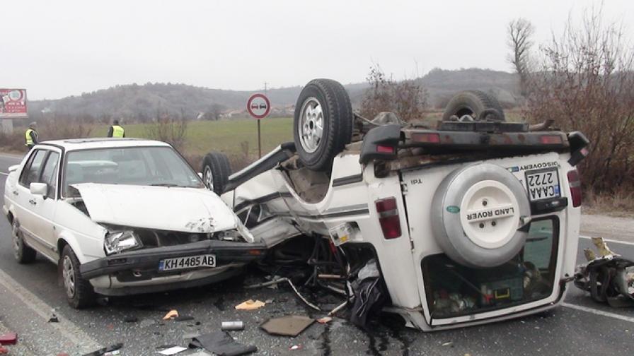 Мъж пострада при жестока каскада на Е-79 край Дупница