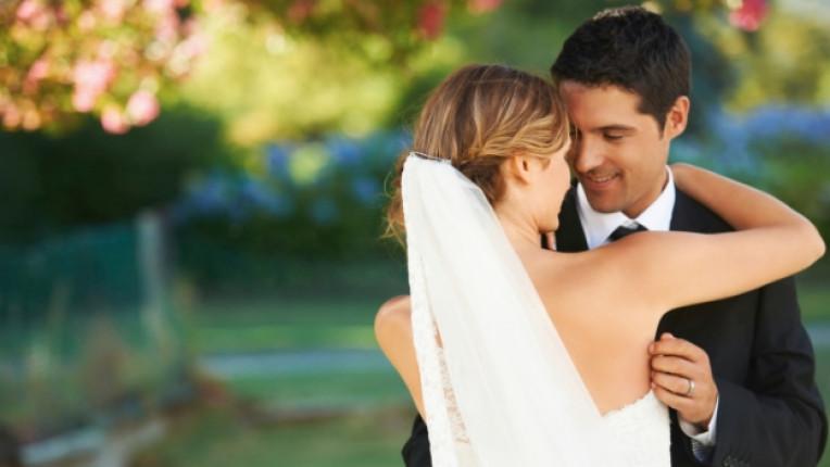 сватба булка младоженец любов прегръдка