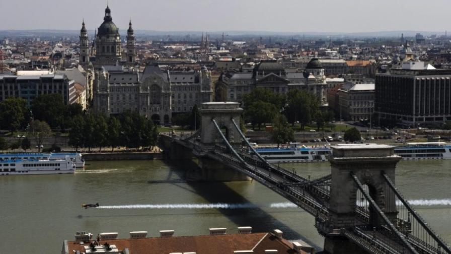 Експлозия пред банка в Будапеща